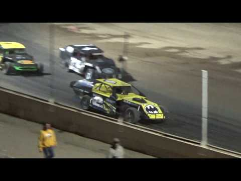 I.M.C.A. Feature Race at Crystal Motor Speedway, Michigan on 08-05-2017