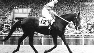 セントライト 1941年に活躍し、 同年日本競馬史上初の クラシック三冠馬となった