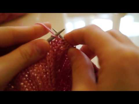 Вязание детской шапочки спицами для начинающих видео