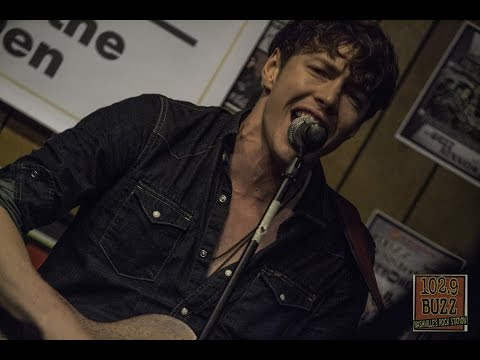 102.9 The Buzz: Acoustic Session: Barns Courtney