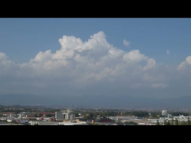 Creixement de núvols d'evolució diürna al Pirineu i Prepirineu - Vic - Agost 2021