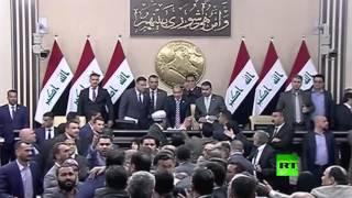 مشاهد للتشاجر في البرلمان العراقي أثناء مناقشة خطة لإعادة تشكيل الحكومة