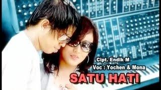 Gambar cover Yochen Amos Ft. Mona Latumahina - Satu Hati (Official Lyrics Video)