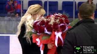Хоккейный фанат сделал предложение девушке на матче в Усть-Каменогорске
