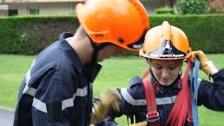 Les Jeunes Sapeurs-Pompiers en formation.