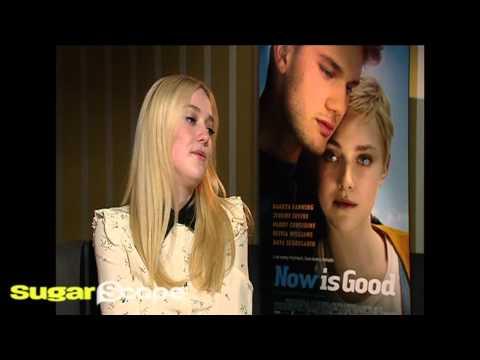 Dakota ning on singing One Direction and snogging Jeremy Irvine