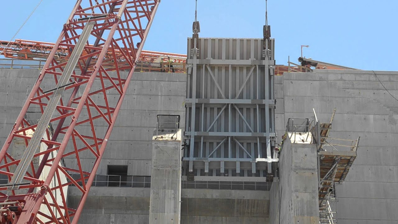 Corps Installs First Massive Gate At Folsom Dam Auxiliary
