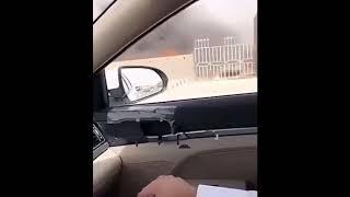"""""""بالفيديو"""" شاهد نشوب حريق في مواقف مبنى الإدارة العامة للمرور بمحافظة حفر الباطن"""