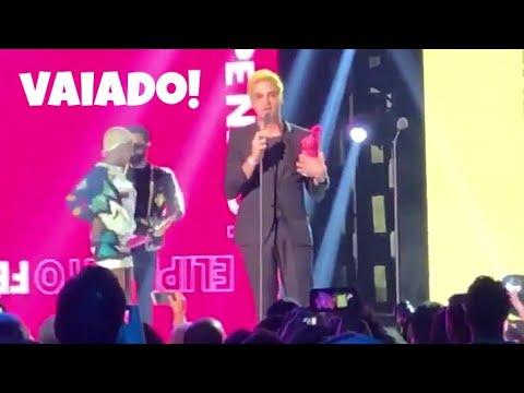 Felipe Neto é vaiado após receber prêmio MTV Miaw