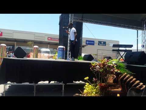 Nqontsonqa – Ndifun' uba yiNJa(Jipsy) live at the BCMM Summer Carnival in Mdantsane 2017