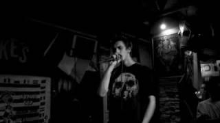 Kapoios na mou Moiazei - Night-C a.k.a Aggelos Kolashs, Cindy Holmes - Nekra (lyrics)