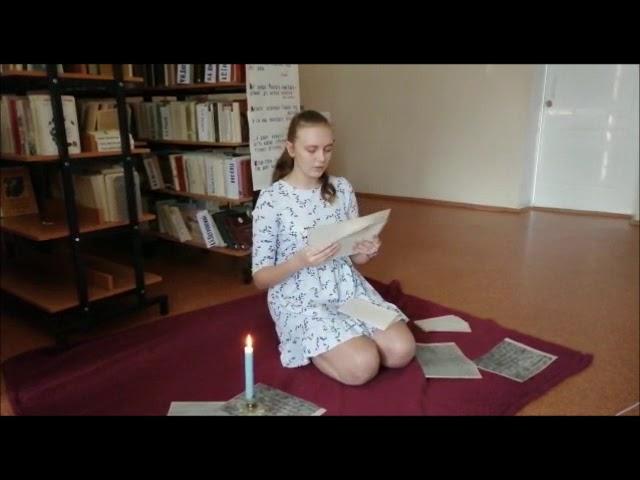 Изображение предпросмотра прочтения – АлинаМагас читает произведение «Она сидела наполу…» Ф.И.Тютчева