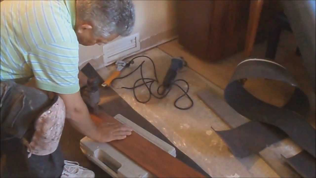 How To Install Laminate Flooring Installing Between Rooms Without A T Molding Mryoucandoityourself Youtube
