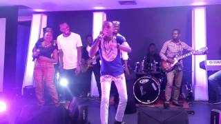 "9ice, Gaise and ID Cabasa Perform ""Street Credibility"" at Korinsódì"