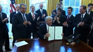 Trump signs new executive order repealing federal regulations
