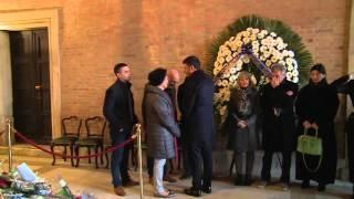 Il Presidente del Consiglio Matteo Renzi alla camera ardente di Valeria Solesin