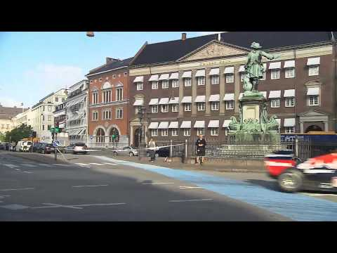 F1 2012 - Red Bull Racing - Coulthard demo in Copenhagen City (long version)