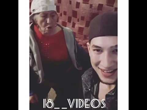Бабуля читает рэп...
