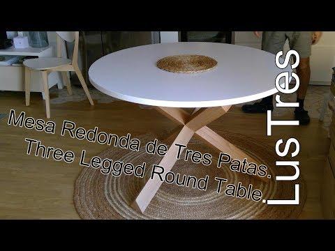 Mesa Redonda de Tres Patas // Three Legged Round Table