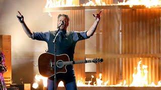 Blake Shelton Brings 'God's Country' To The 2019 CMA Awards