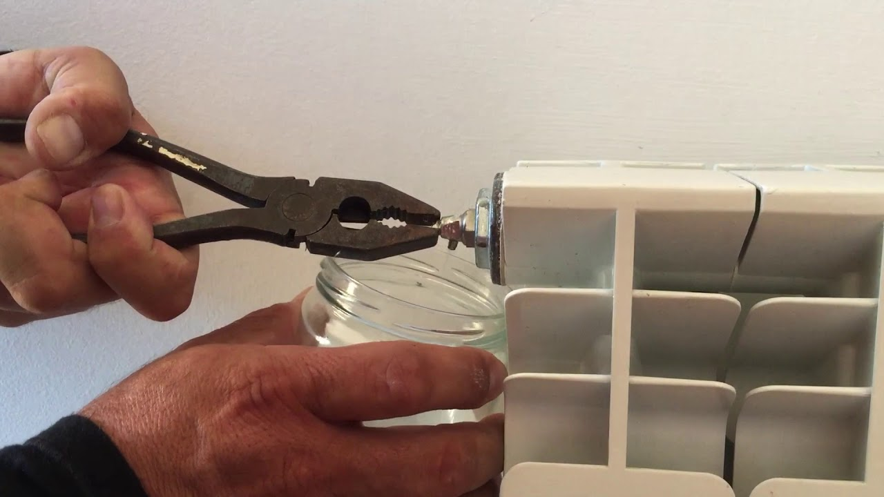 C mo purgar radiadores calefacci n youtube for Como purgar radiadores de calefaccion