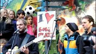 Die Sportfreunde Stiller spielen auf dem Bolzplatz der Glockenbachwerkstatt