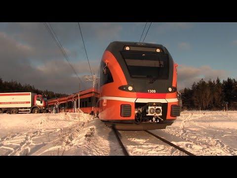 Столкновение электропоезда Штадлер с грузовиком / Train crash: Stadler EMU collision with a truck