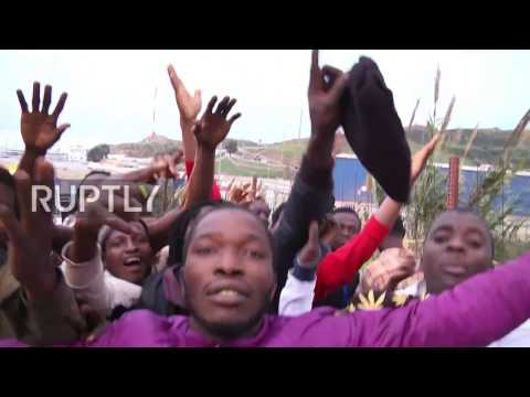 Spain: Several hundred migrants and refugees climb fence into Ceuta