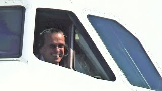 Amazing Pilot STOPS aircraft to WAVE us and take photos! Skiathos Airport/Austrian Takeoff JETBLAST!