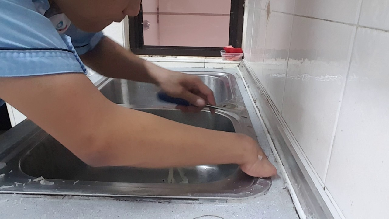 Kitchen Sink Remove Old Silicon And Reapply New Silicon
