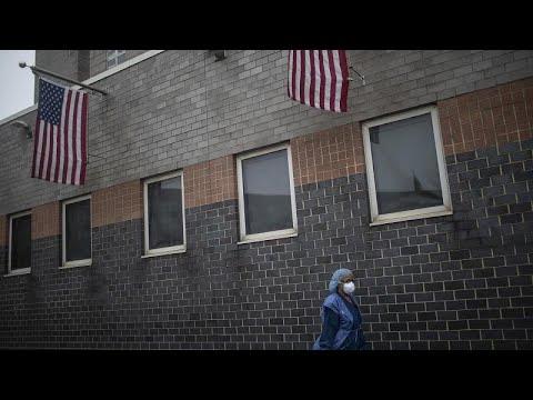 Американская трагедия: от COVID-19 умерли 22 тысячи человек