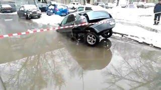 Полное видео как коммунальщики в Жуковском порвали авто