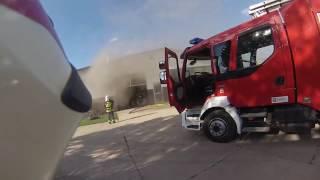 Pożar Hali z AGD - brama spada na Strażaka - Sierpień 2016