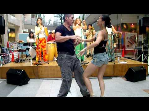 Lenny & Mio Freestyle Salsa to live music in Kobe Japan