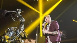 James Arthur sings Kelly Clarkson