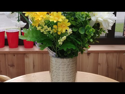 DIY TIP: PAPER INSERTS FOR GLASS CYLINDER FLOWER VASE