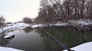 Рибалка на спінінг в березні 2019. Риболовля на казкової річки.