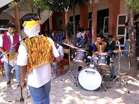 DOKSUT LOBA PENTAS MUSIK XII O1 @Gendeng band.