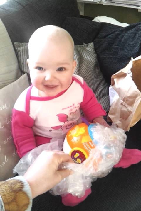 Baby Laughing Hysterically At Popping Bubble Wrap Youtube