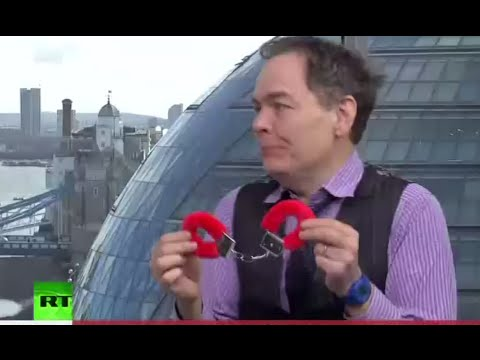 Keiser Report: 'Concrete Club' of Banking Sector (Episode 882)