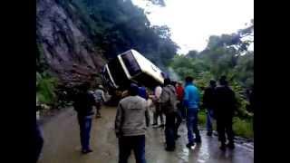 ACCIDENTE BRUTAL EN LA CARRETERA DE LA MUERTE (LOS YUNGAS BOLIVIA).avi POR SucreBoliviaFolk