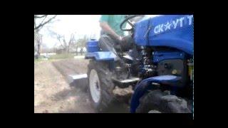 Мототрактор Garden Scout T12 в работе  с почвофрезой(, 2016-04-17T19:56:32.000Z)