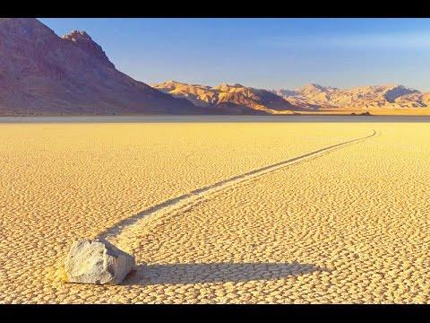 Блуждающие камни в 'Долине смерти'