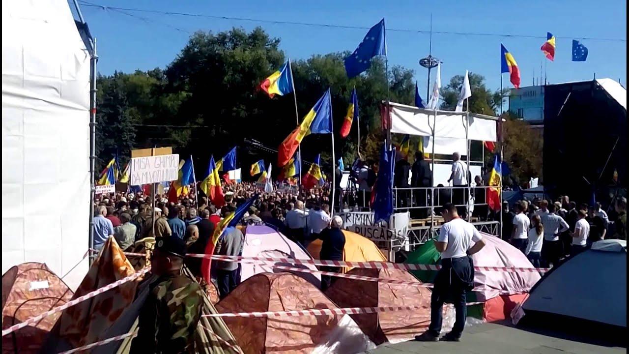 Poliția a creat cordon viu între protestatari și Guvern. Sunt mii!