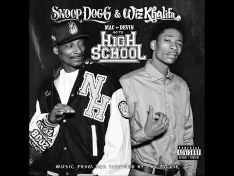 Snoop Dogg & Wiz Khalifa feat. Juicy J - Smokin On