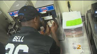 Le'Veon Bell Tries His Hand At Serving Ice Cream