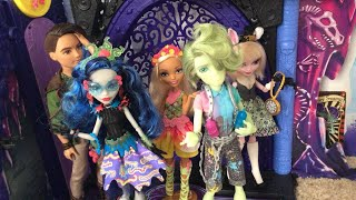 LIZZIE'S THRIFT AND EBAY HAUL | Monster High Sweet Screams and Ever After High basics!