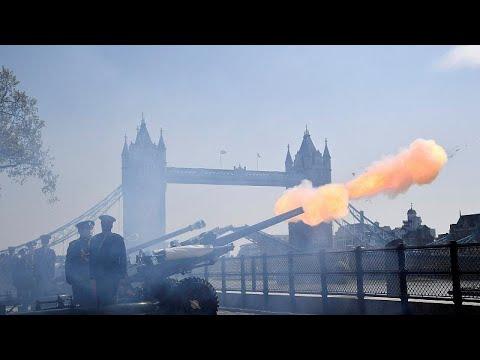 شاهد: إطلاق مدافع وندسور احتفالاً بعيد ميلاد الملكة إليزابيث الـ 93…  - نشر قبل 2 ساعة