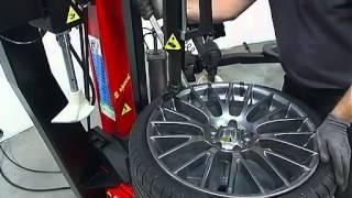 ¿Neumáticos Run Flat? La solución con desmontadoras CORGHI(http://www.sanchezpamplona.com Montaje y desmontaje de neumáticos de perfil bajo y Run Flat con desmontadoras A2015, A2020 y A2025., 2012-06-07T09:23:12.000Z)