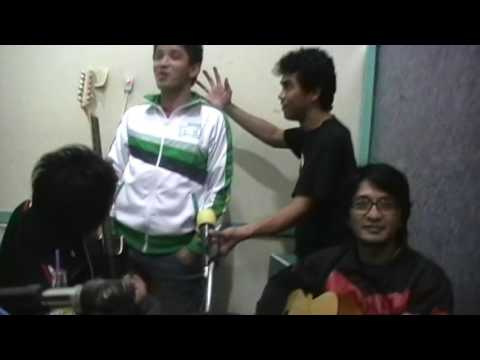 EZA YAYANG,DOT band - dengan mu. acoustic version,on radio. album BELAHAN JIWA 2008